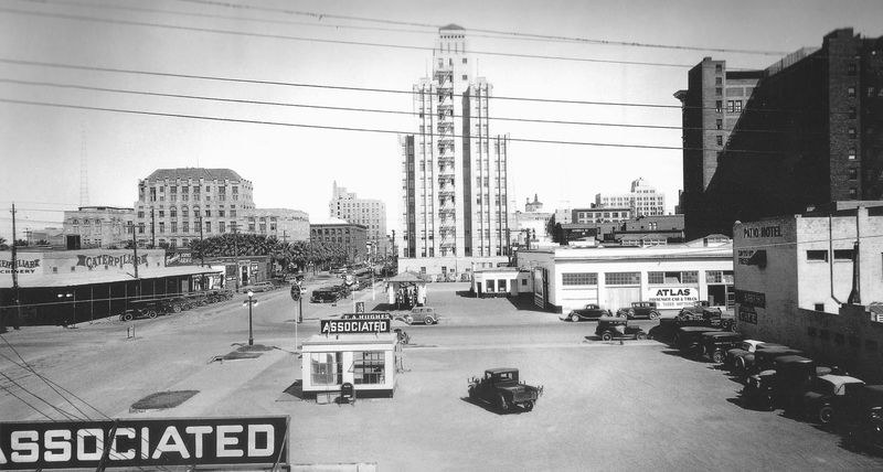 1st_Ave_Madison_looking_north_early_1930s