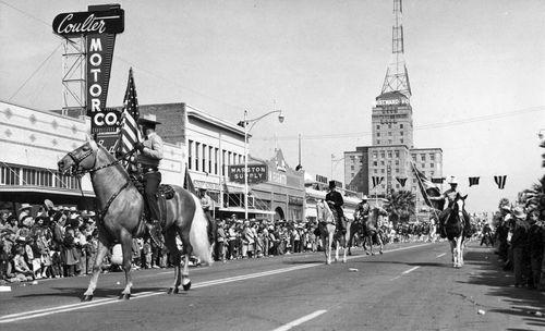 Phoenix_Championship_Rodeo_Parade_Central_Van_Buren_1954_