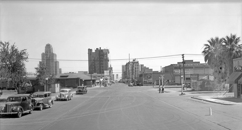 Central_Avenue_looking_north_towards_railroad_tracks_1930s