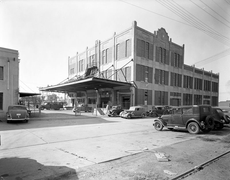 Central_Arizona_Light_and_Power_Warehouse_501_S_3rd_Ave_1940s