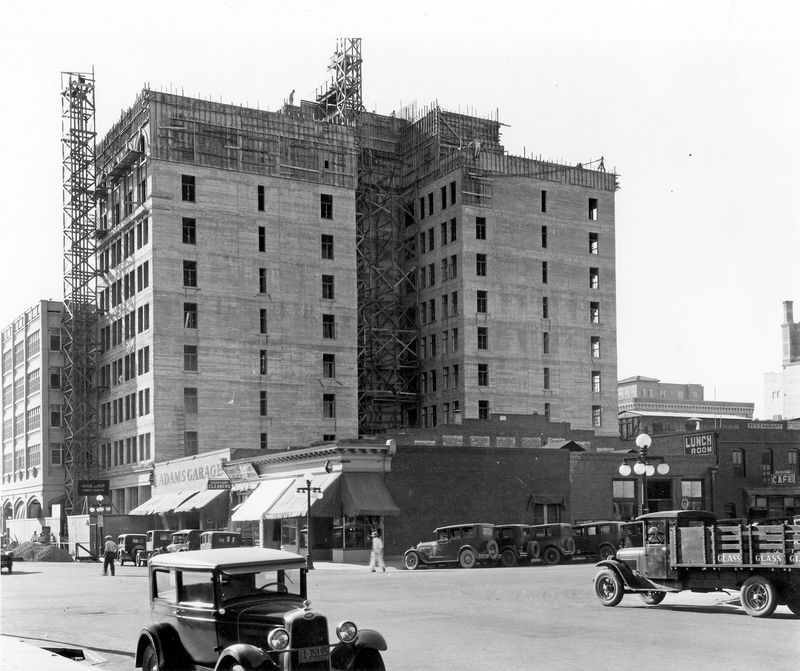 Adams_Hotel_addition_construction_1928
