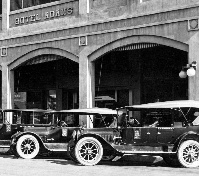 Taxis_Adams_Hotel_Central_Adams_1925