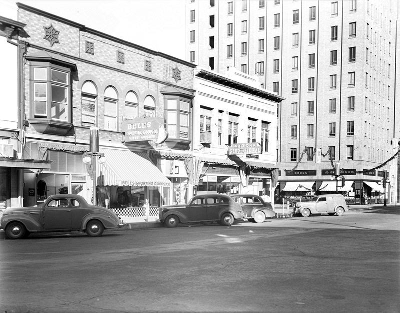1st_Ave_looking_northwest_towards_Adams_Title_and_Trust_1940s
