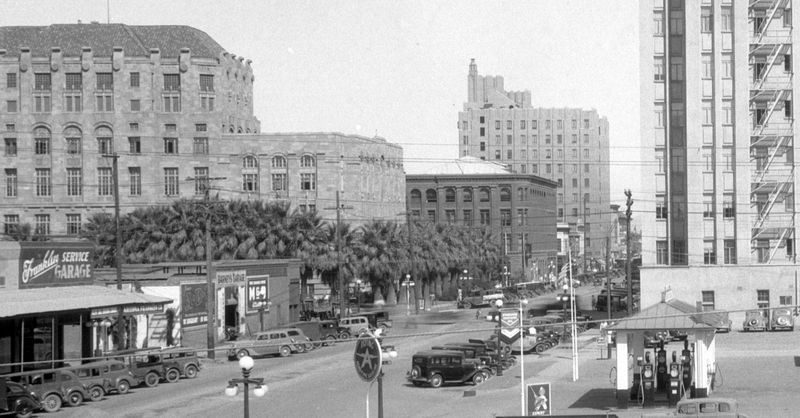 1st_Ave_looking_north_towards_Jefferson_1930s