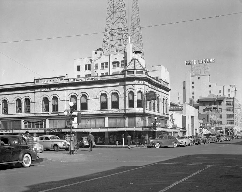 Balke_Building_northeast_corner_Adams_1st_Ave_1942