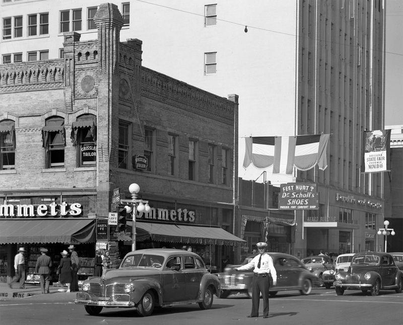 Central_Adams_northwest_corner_Gooding_directing_traffic_1940s