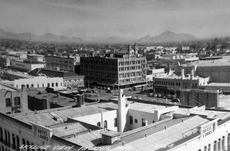 Washington_1st_Ave_looking_over_Hotel_Luhrs_1940s