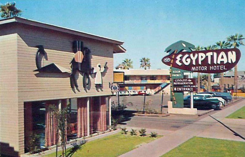 Egyptian_Motor_Hotel_entrance_765_Grand_Ave_1950s