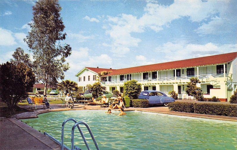 El_Rancho_Motor_Hotel_1300_W_Van_Buren_color_pool_1950s