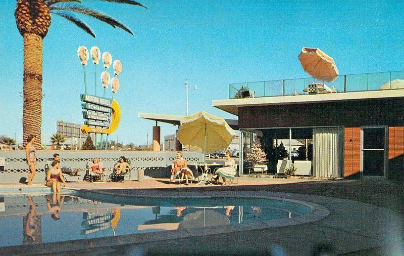 Bali-Hi_Motor_Hotel_poolside_1515_Grand_1950s