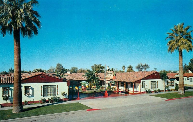 Cabana_Lodge_120_N_17th_Ave_1950s