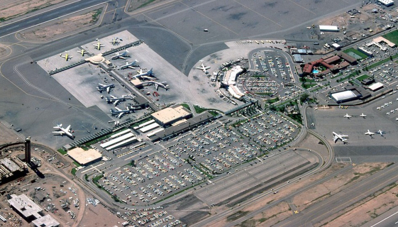 Sky_Harbor_Airport_terminal_3_under_construction_aerial_1978
