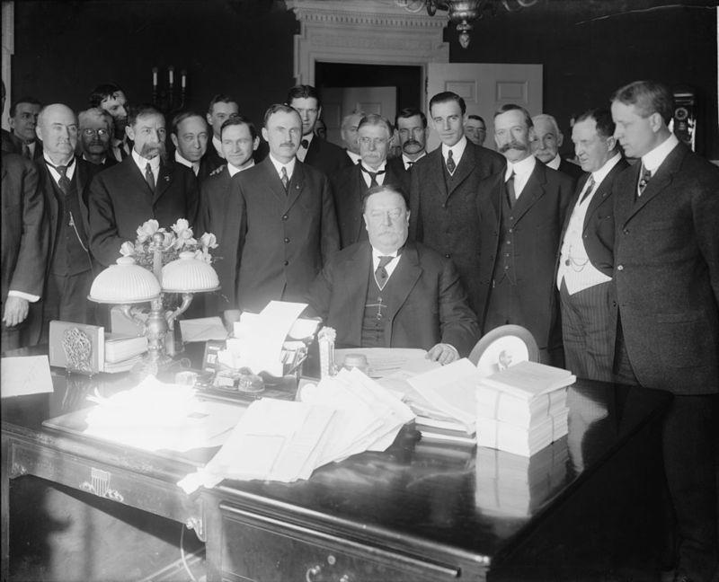 President_Taft_signing_Arizona_Statehood_Bill