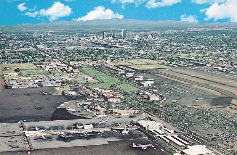 Sky_Harbor_aerial_1970s