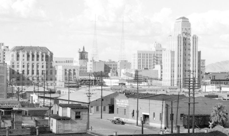 Looking_northeast_towards_downtown_Phoenix_AJ_Bayless_1933