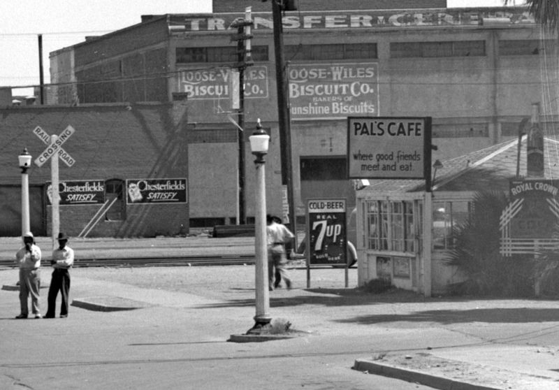 Pals_Cafe_Central_railroad_tracks_1930s