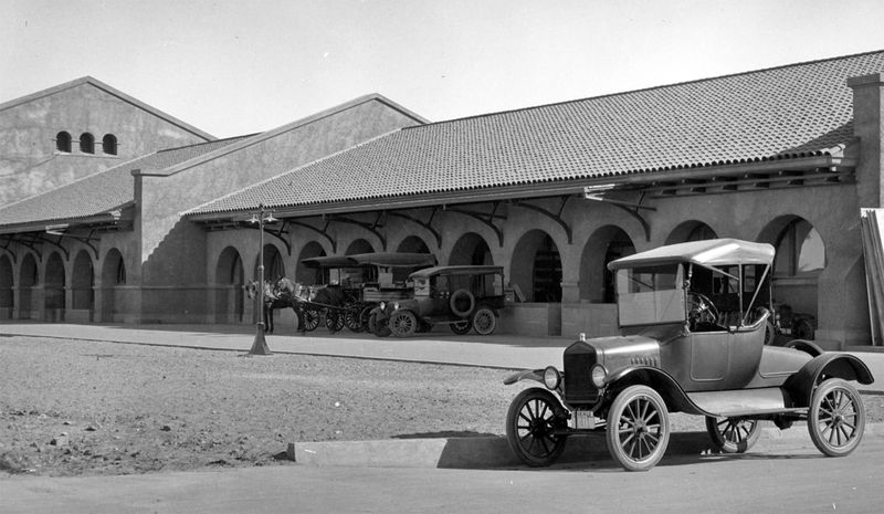 Union_Station_parked_horses_401_S_4th_Ave_1930s