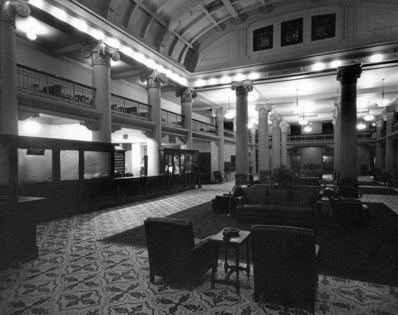 Adams_Hotel_lobby_1920s