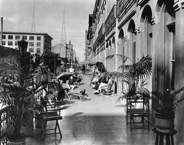 Luhrs_Hotel_balcony_1930
