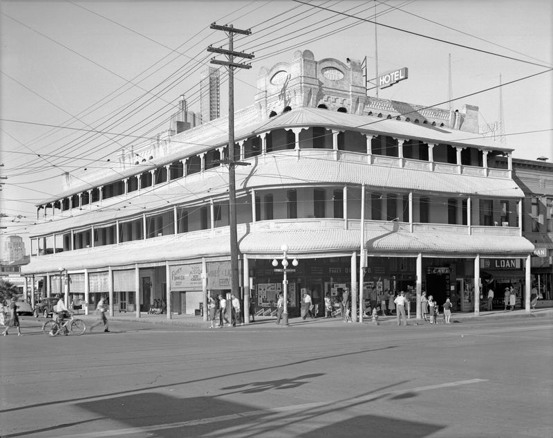 Ford_Hotel_northeast_corner_Washington_2nd_Ave_1930s