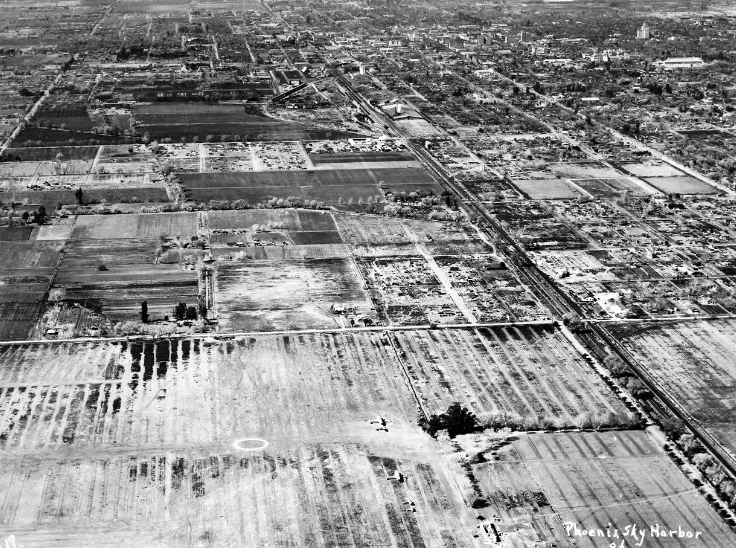 Sky_Harbor_aerial_looking_west_1930s