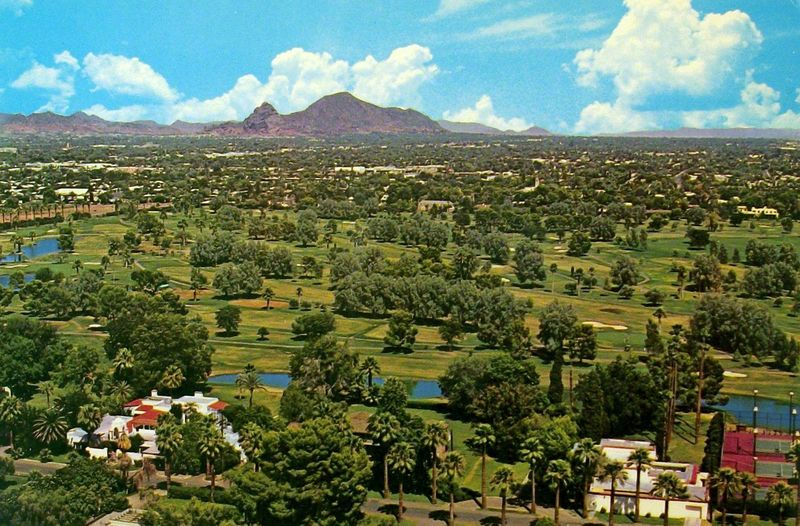 Phoenix_Country_Club_7th_St_Thomas_1950s