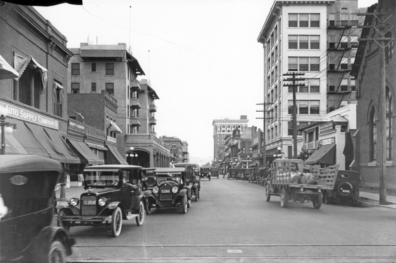 Central_Ave_looking_south_from_Monroe_1920s