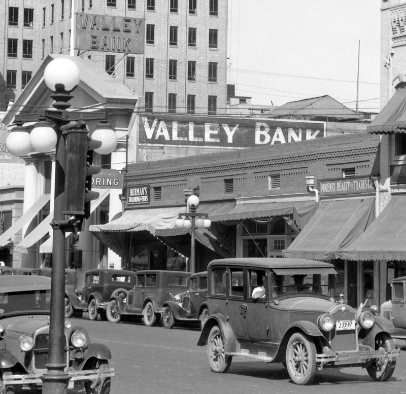 Valley_Bank_Adams_between_Central_1st_Ave_1921