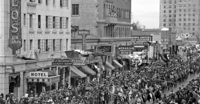 Parade_Central_Monroe_San_Carlos_1935