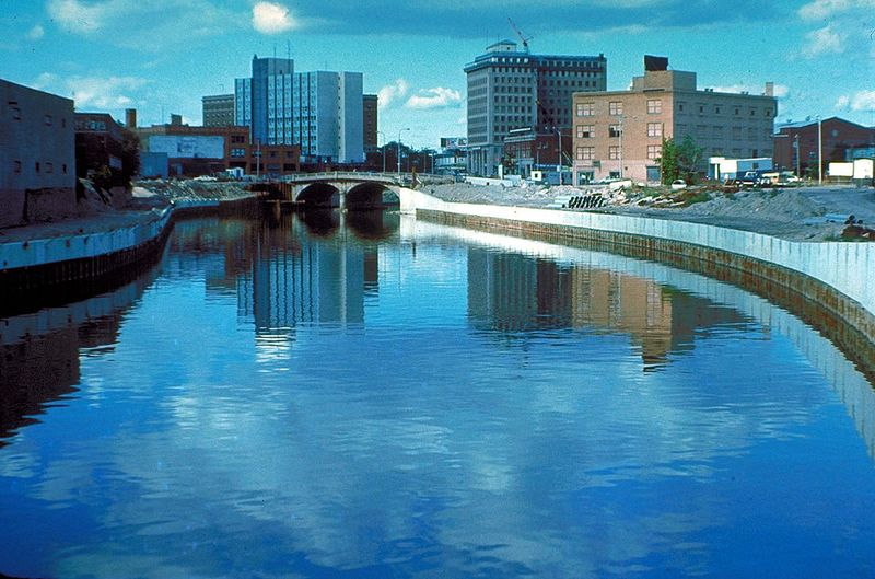 1024px-Flint_River_in_Flint_MIchigan
