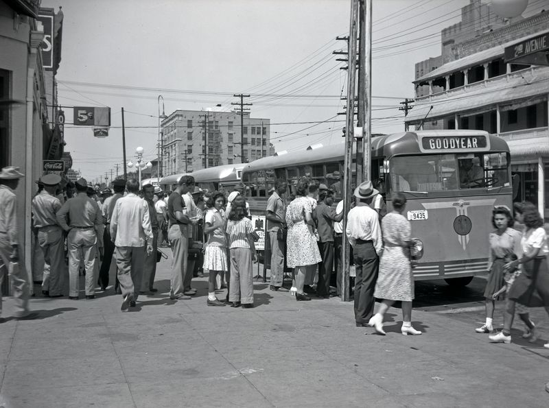 Getting_on_a_bus_to_Goodyear_2nd_Ave_Washington_1940s