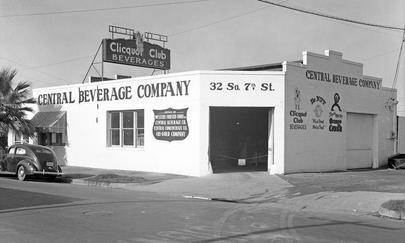 Central_Beverage_Company_32_S_7th_St_1943