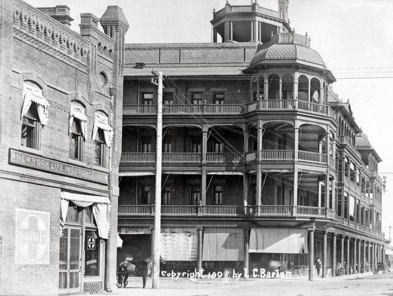 Adams_Central_looking_east_Gooding_Adams_Hotel_1908