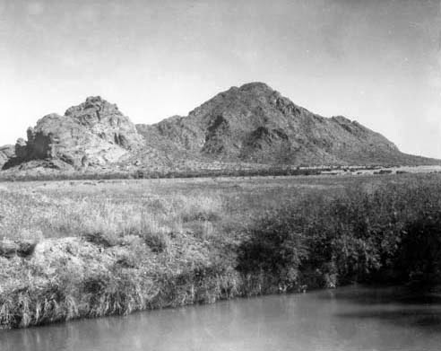 Camelback_Mountain_Arizona_Canal_40th_St_1940s