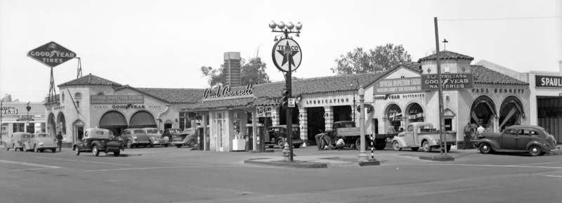 Paul_Bennett_Super_Service_Station_northwest_corner_Van_Buren_1st_Ave_1943