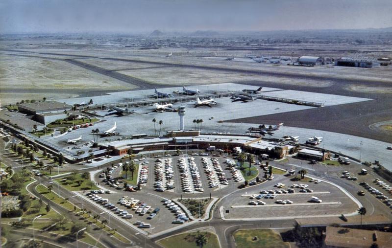 Sky_Harbor_Airport_aerial_terminal_1_2_1960s