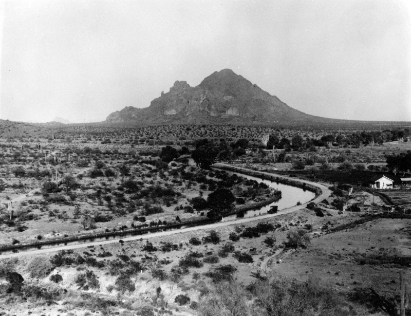 Camelback_Mountain_Arizona_Canal_looking_east_from_Biltmore_area_1920s