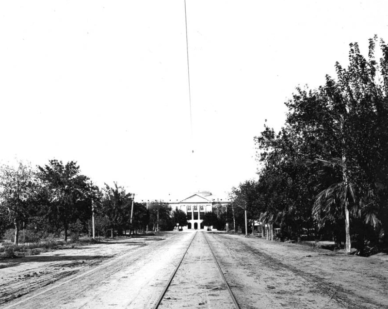 Capitol_Building_territorial_trolley_tracks_1905