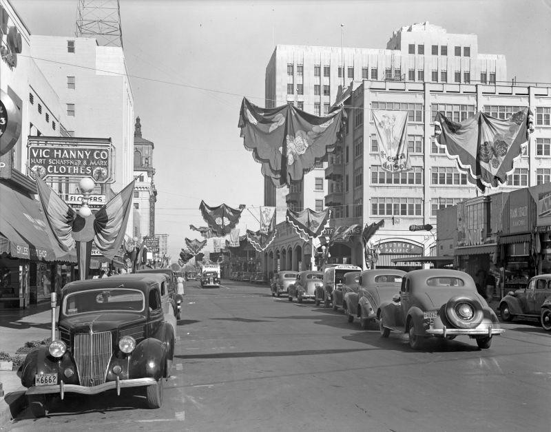 Central_looking_north_towards_Adams_Fiesta_del_Sol_1938