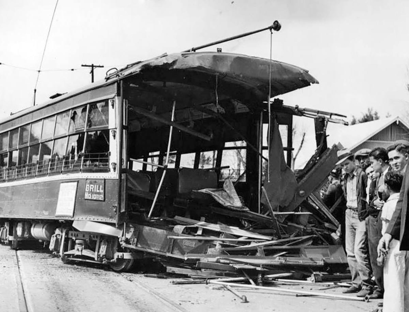 BrillCarAccident_1935