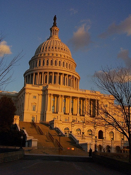 512px-United_States_Capitol_at_sunset_2004