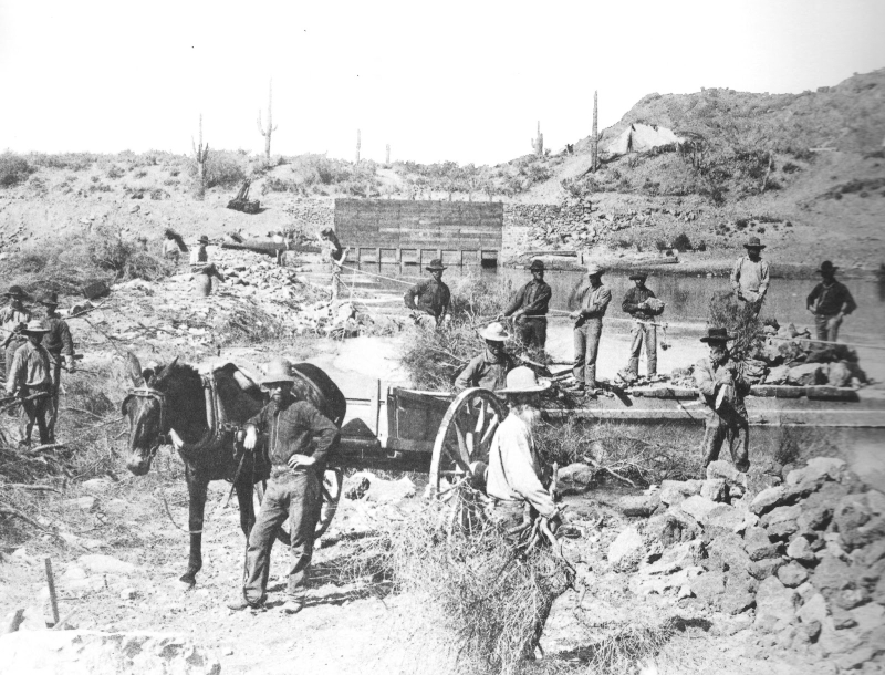 Arizona_Canal_cleaning_1890s_003