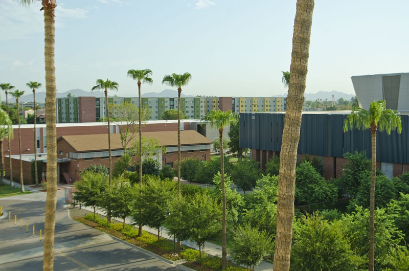 Grand_Canyon_University_Phoenix_Campus_-_panoramio_(4)