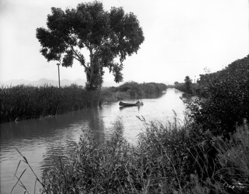Arizona_canal_canoe_1920s