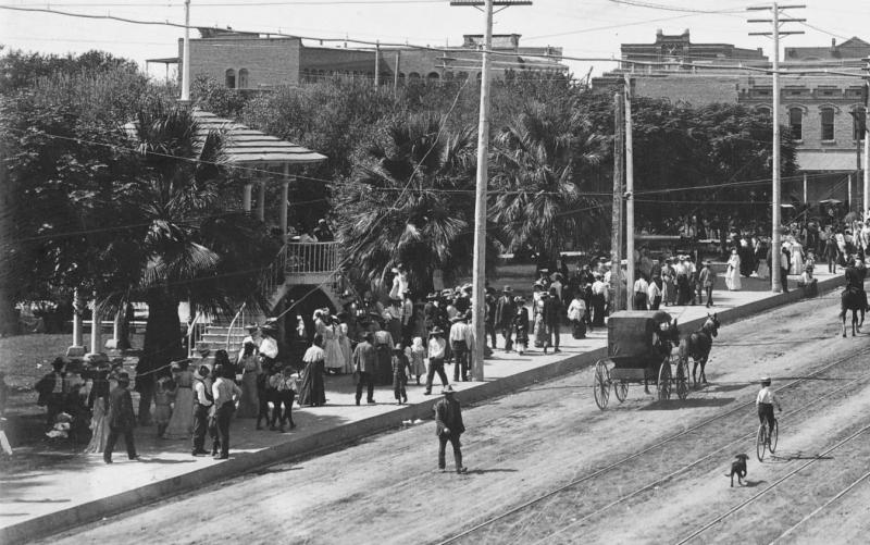 City_Hall_Territorial_gazebo_1905