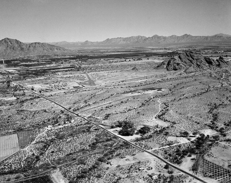 48th_St_looking_northeast_Papago_Camelback_McDowell_1950s