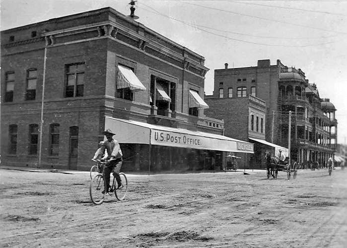 Central_Monroe_looking_southeast_1908