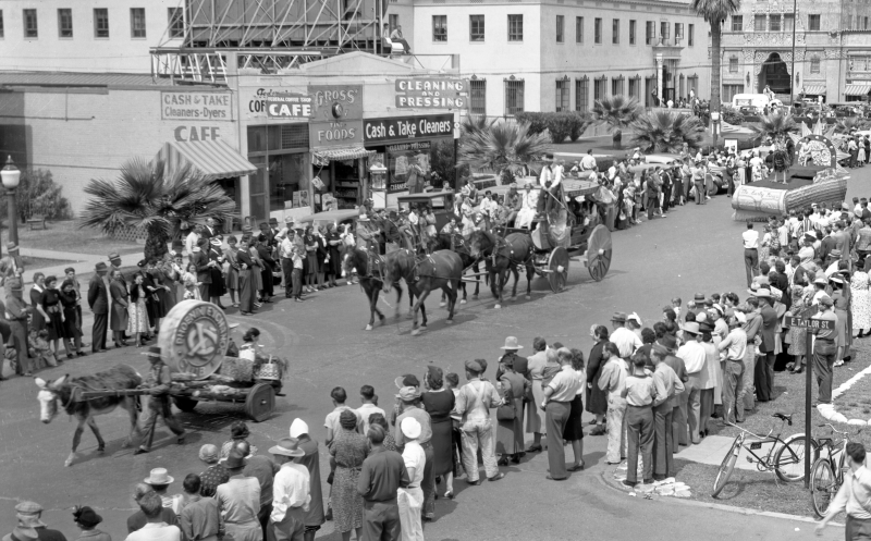 Parade_Central_Taylor_1940s
