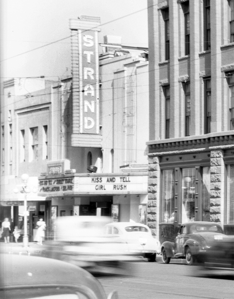 Strand_Theater_Washington_just_west_of_1st_Ave_1945