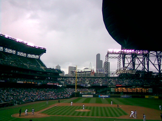 Roof_closing_at_Safeco_Field._-_panoramio